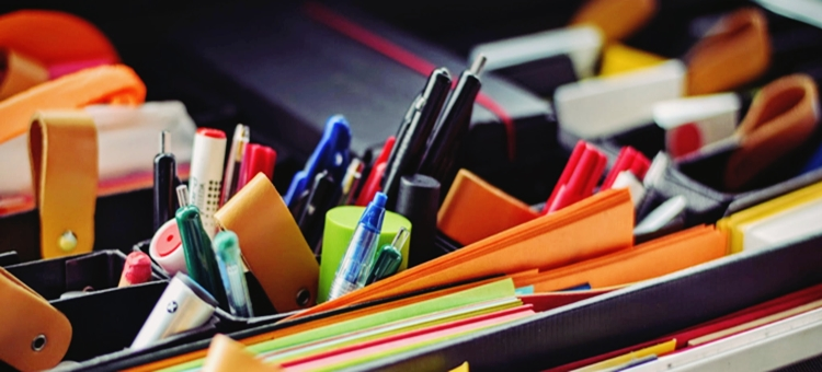 biurko kolorowe karteczki